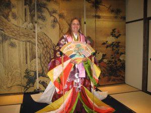 laurie tries on a kimono-10